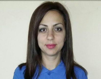 Снимка на Вселина Рачева. Тя е офис мениджър на офиса на Rent and Go за коли под наем в град София