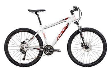 Снимка на бял велосипед на бял фон