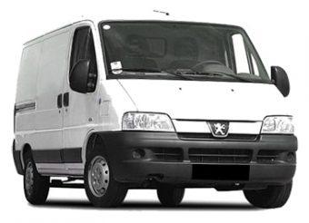 Снимка на Бус Peugeot Boxer на бял фон
