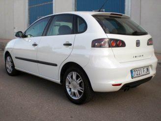 Снимка на SEAT IBIZA в бял цвят