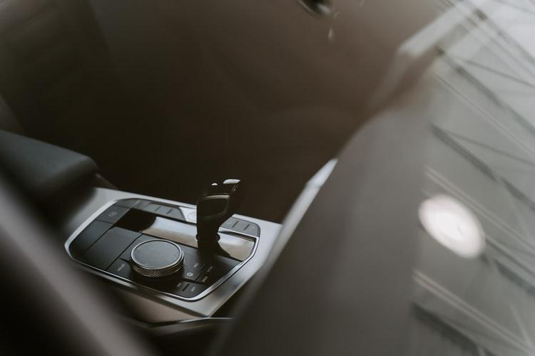скоростен лост на кола автоматик