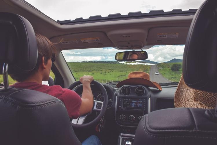 пътуване с автомобил