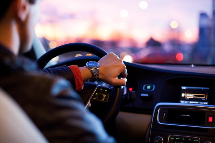 постоянна скорост, за да шофираме икономично