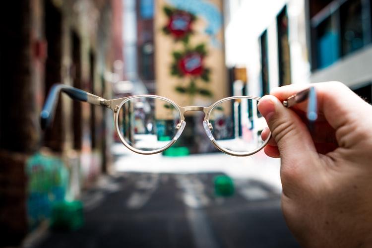 очила в багажа