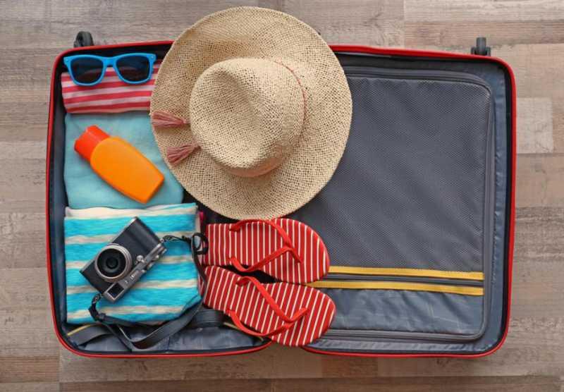 снимка на сак, който описва какво да вемете със себе си при пътуване