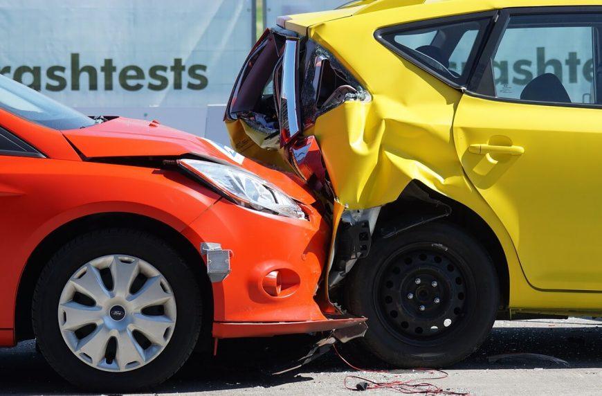 Снимка на две коли, които са вили участници в ПТП