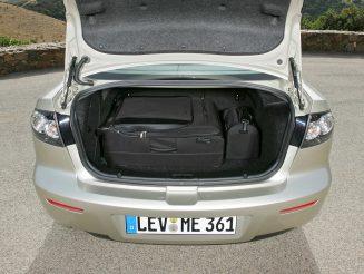 Снимка на багажника на MAZDA 3